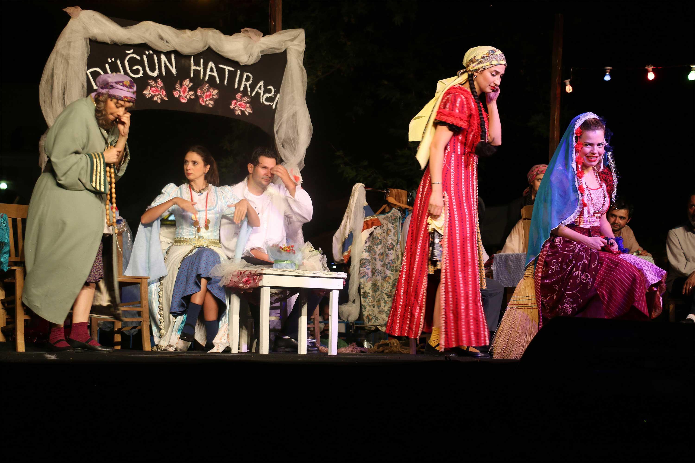Düğün Hatırası, Bayramiç'te sahne aldı