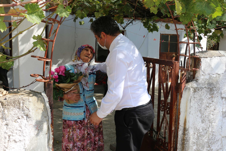 Başkan Uygun'dan yaşlılara ziyaret