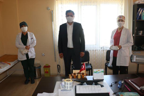 Başkan Uygun'dan sağlıkçılara hediye