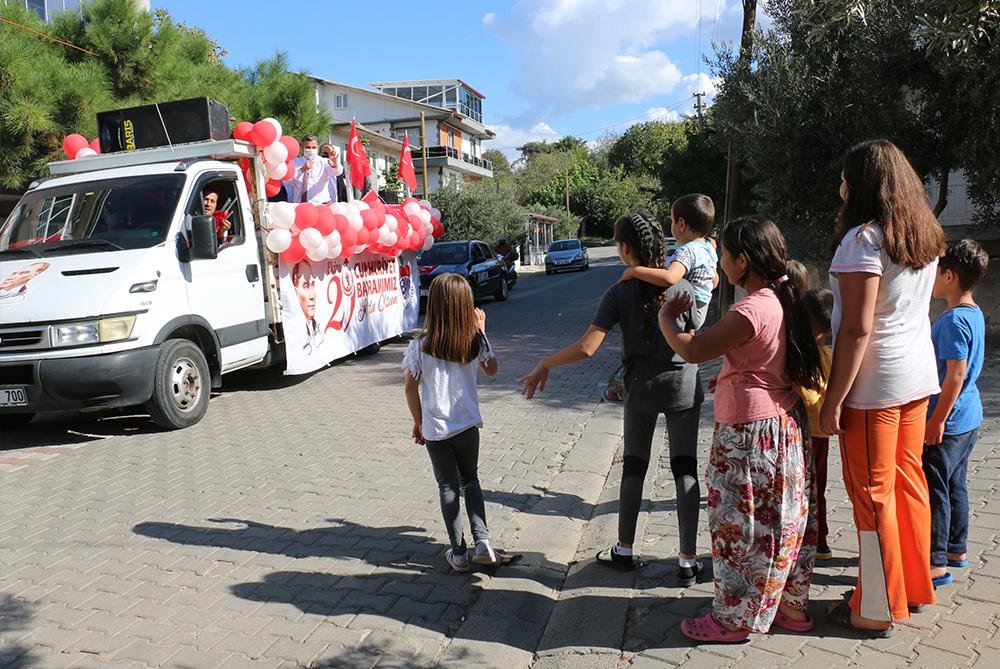 Bayramiç Belediyesi bayram coşkusunu sokaklara taşıdı